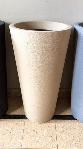 maceta cono 75 cm plástico rotomoldeado rugoso simil piedra