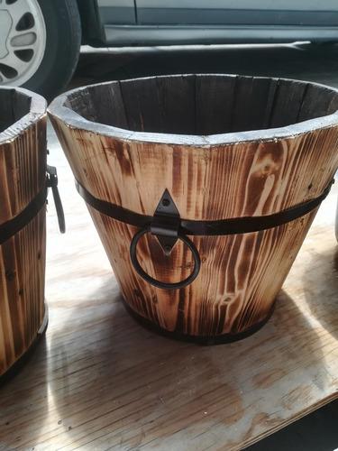 maceta de madera colonial. tipo barril. 45*34*50cm alto