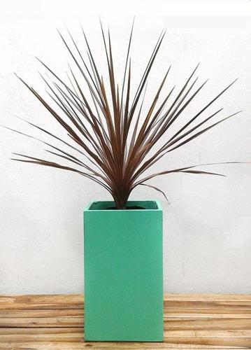 maceta prisma 30x30x50 de fibrocemento pintada con palmeras