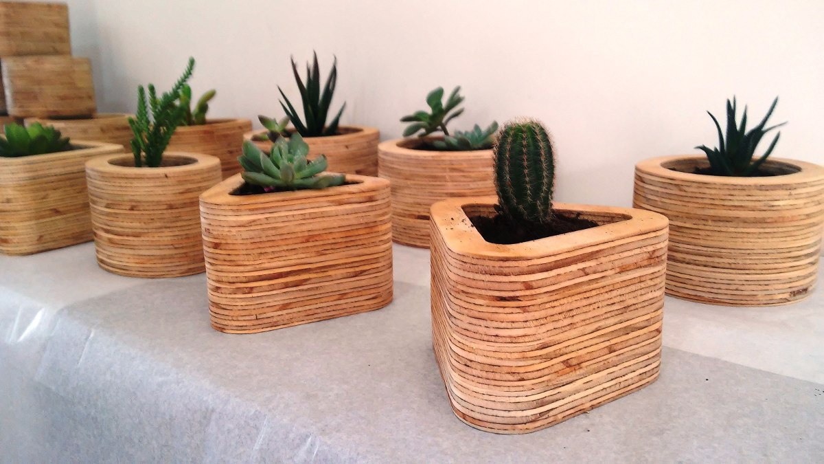 Excepcional macetas madera ilustraci n ideas de for Macetas madera exterior