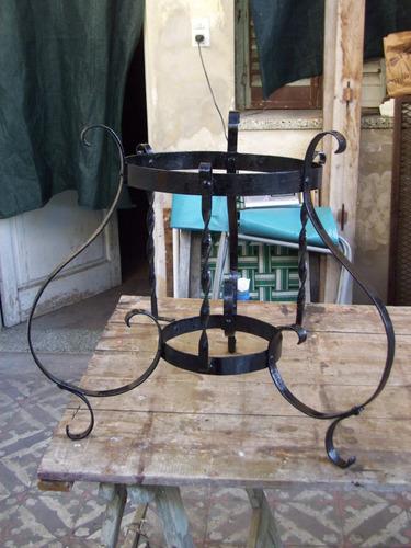 macetero antiguo de hierro artesanal