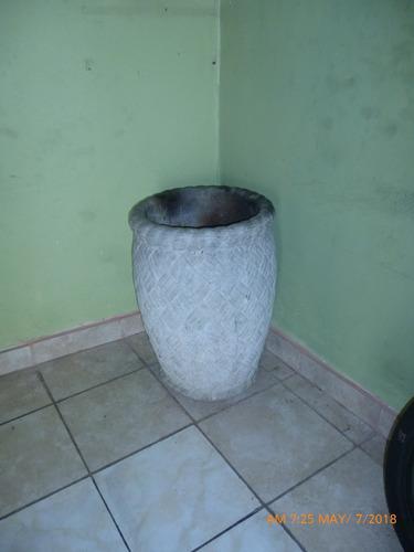 macetero de cemento-nuevo-medidas 27 pulg. altura18 diámetro