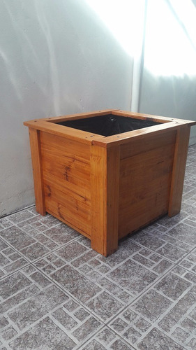 macetero de madera de pallet