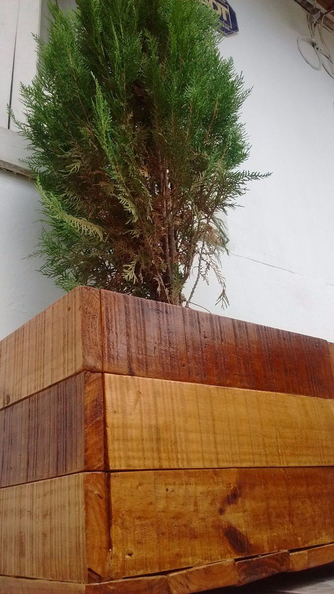 Macetero de madera jardinera de madera en for Maceteros de madera para interior