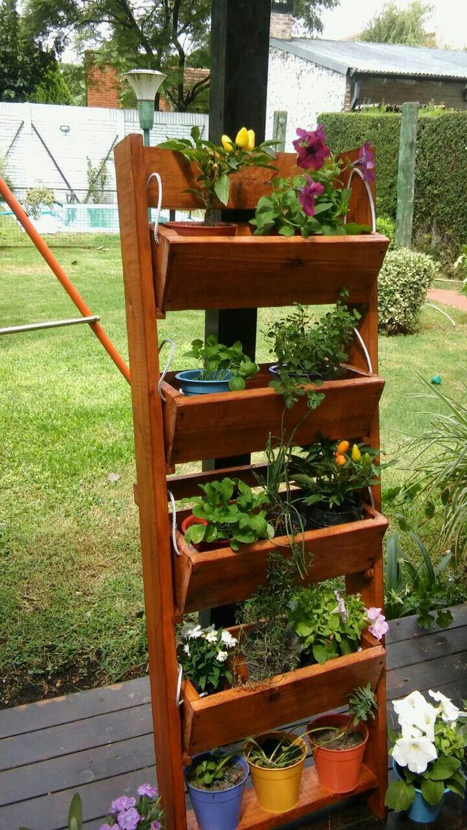 Maceteros verticales ejemplos de jardines verticales for Macetero vertical pallet