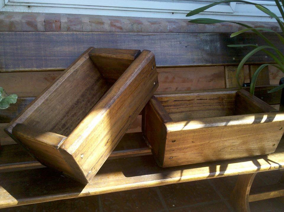 Maceteros madera macetero de madera barnizado macetero for Maceteros rusticos para jardin