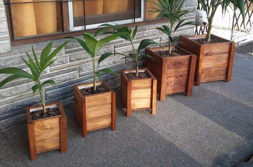 macetas de madera good maceteros jardinera de madera apto