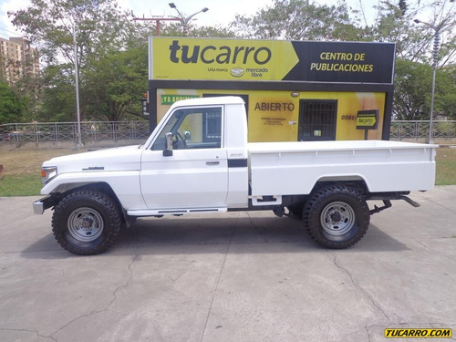 macho pick-up toyota