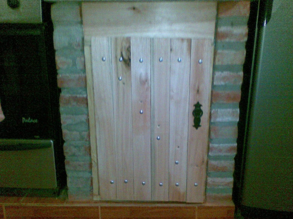 Hacer puerta de madera cmo hacer una puerta rstica reja - Como barnizar una puerta de madera ...