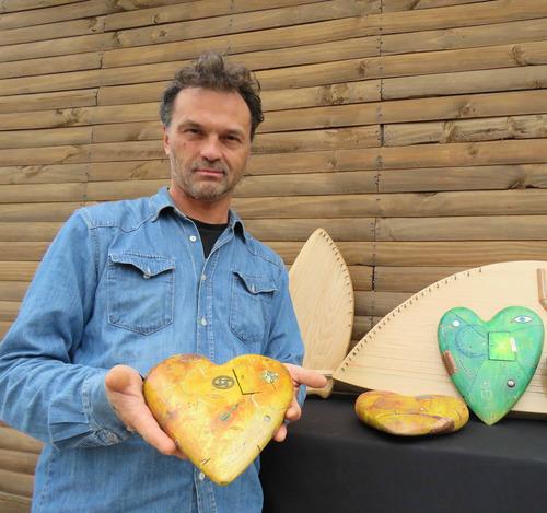 maestro carpintero y arte decoracion en madera