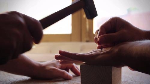 mágica - pinch - dobre uma agulha com os dedos