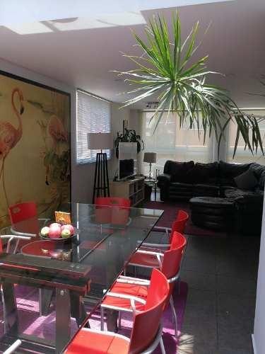 magnifica casa en 3 niveles en excelente estado de conservación y acabados de lujo.