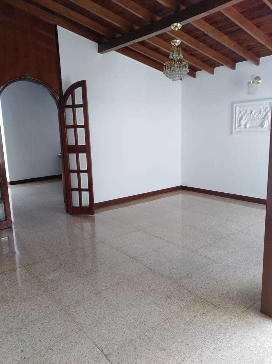 magnífica casa en sector residencial y muy bien ubicado
