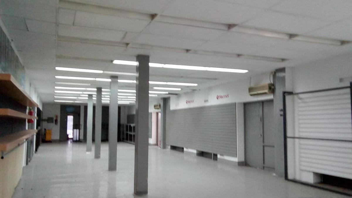 magnifica local comercial 300m²,oficinas,baños buenos acceso