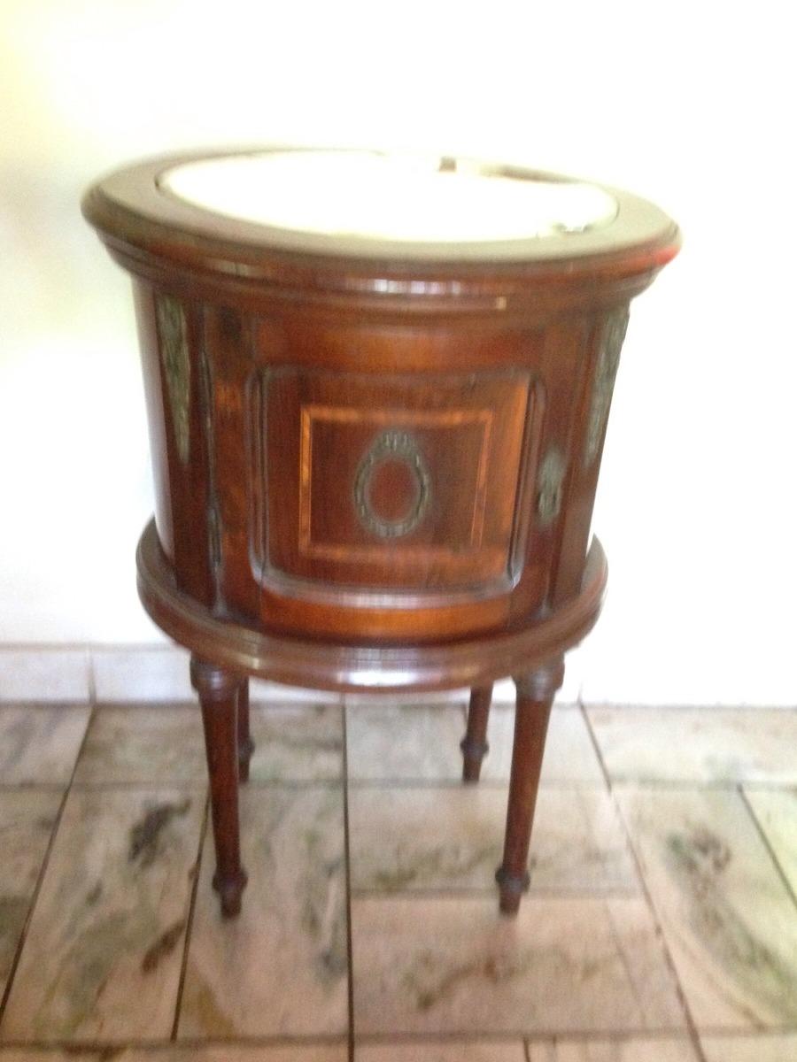 magnífico criado mudo oval antigo em madeira década de 50. Carregando zoom. 48d7c5c90b620