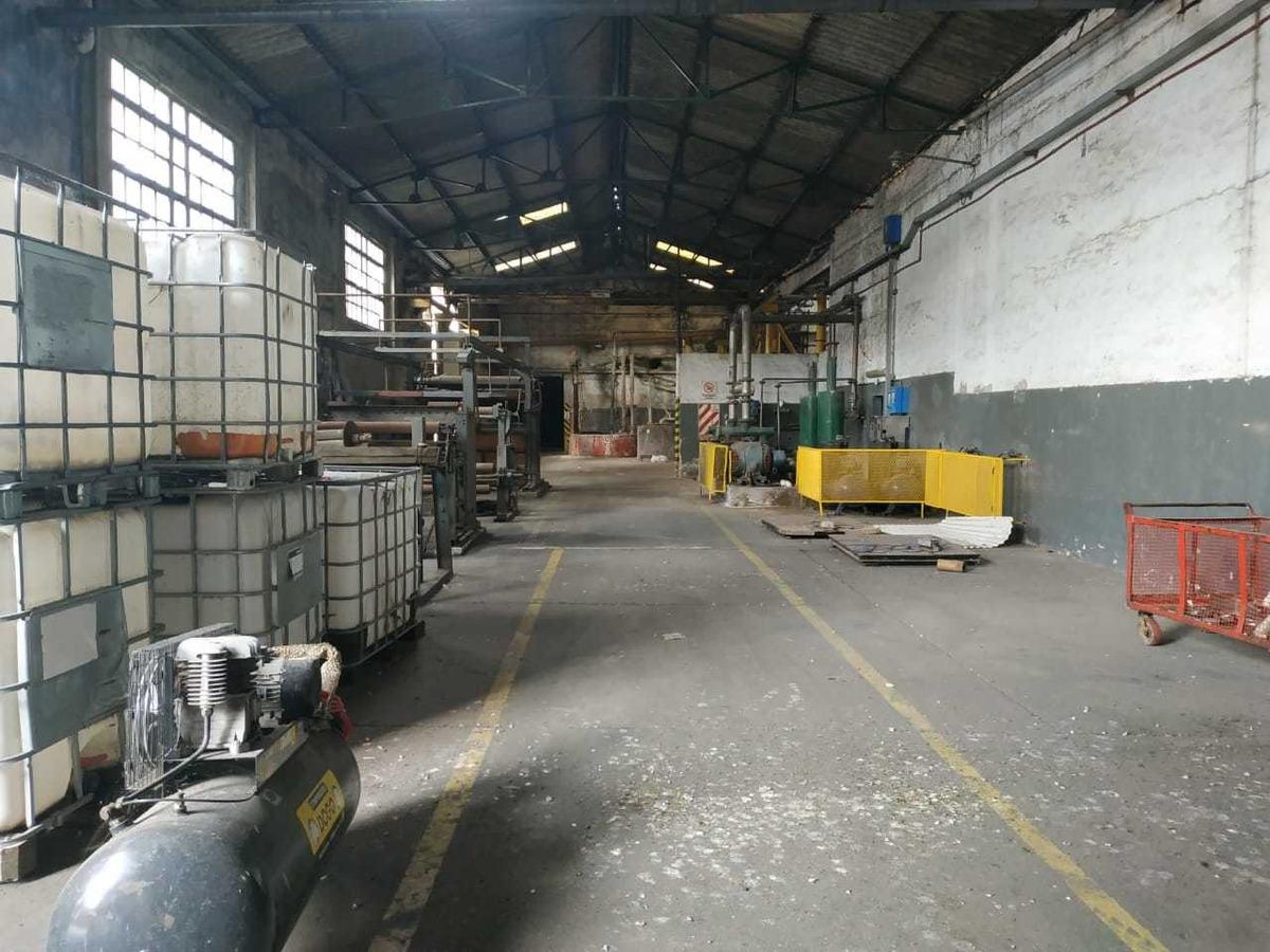 magnifico edificio industrial de 5825 m2