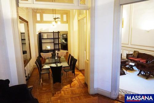 magnífico petit hotel de 475m2 en impecable estado con cocheras