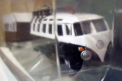 maisto kombi - volkswagen van samba y tráiler - escala 1/64.