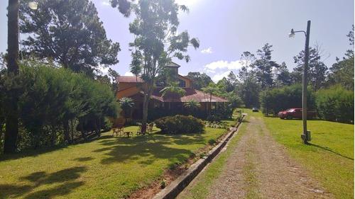 majestuosa villa de 6 habitaciones en constanza con amplio terreno