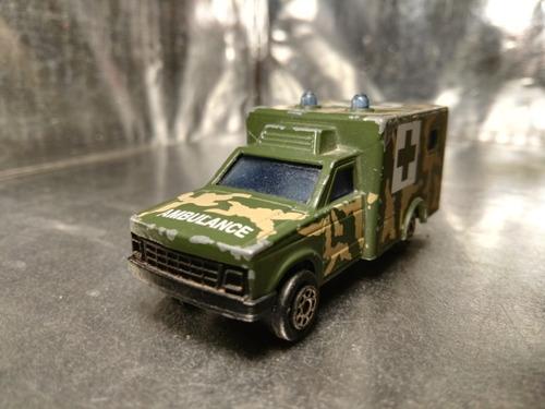 majorette - ambulancia militar