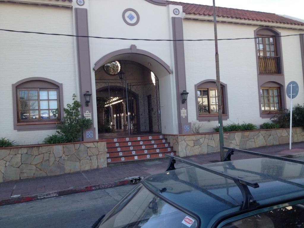 maldonado centro: oficina o consultorio. excelente estado.