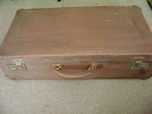 maleta antigua española galvanizada (tipo cuero), buen estad