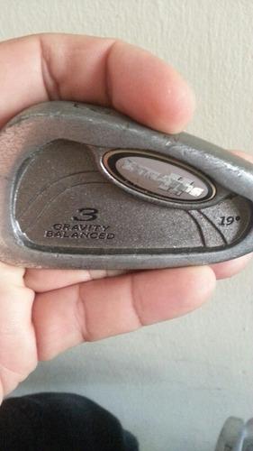 maleta de golf con palos