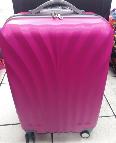 maleta plástica resistente 8 ruedas mediana de 15 a18 kilos