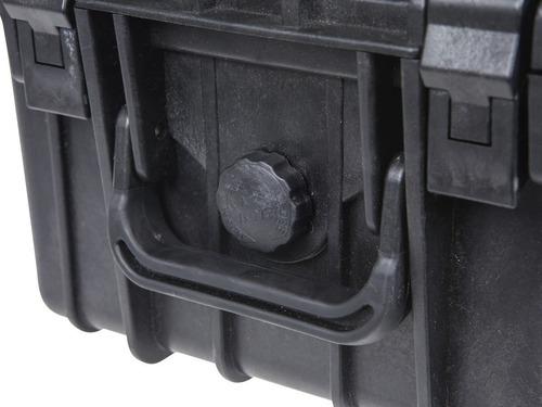 maleta sumergible 1 metro bajo el agua con acolchado interno