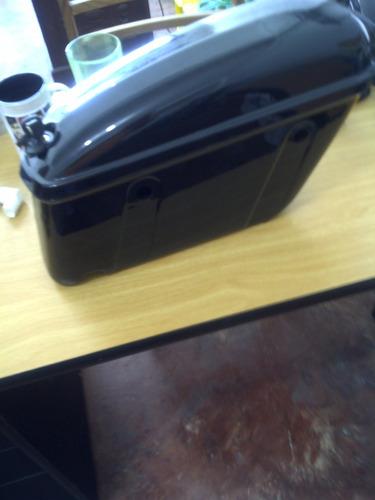 maletas laterales de fibra de vidrio en vino tinto