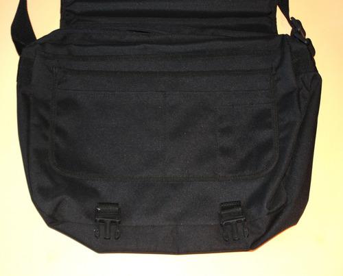 maletín de lona negro con manija y correa