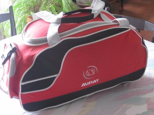maletin deportivo o de viaje color rojo / negro y plomo
