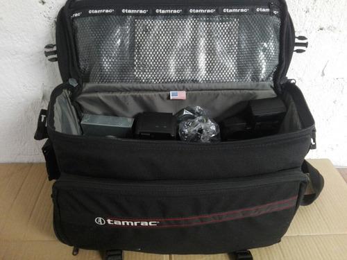 maletin tamrac u.s.a. tiene varias secciones y bolsas