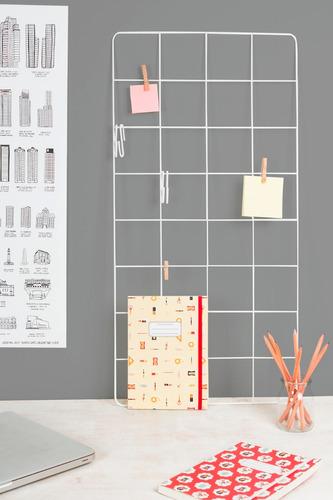 malla metálica parrilla alambre organizadora de pared blanca