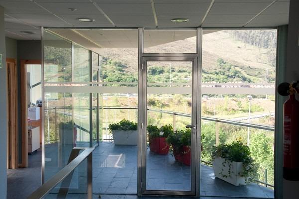 Mamparas de vidrio templado puerta reja de acero for Mamparas de vidrio templado para banos