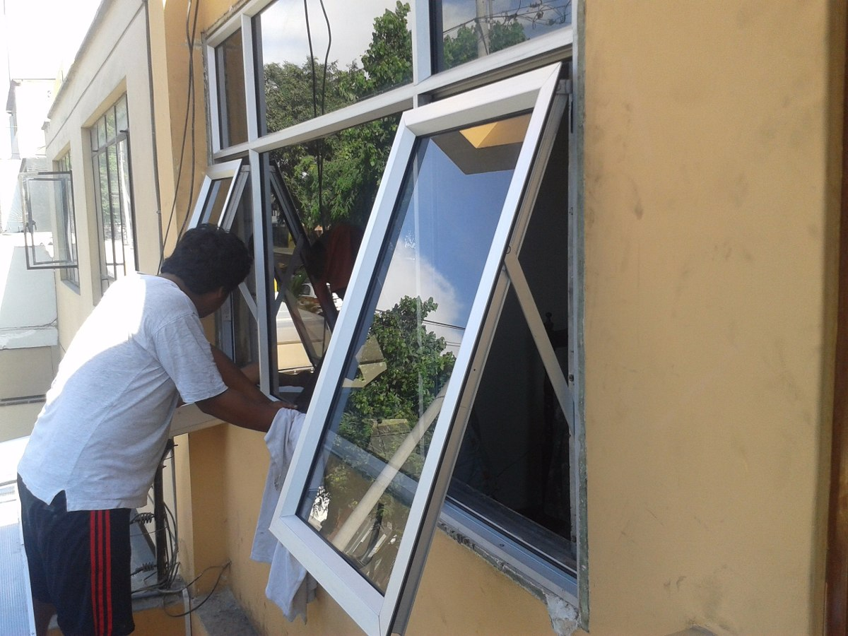 Mamparas de vidrio ventanas puertas 982679460 7238147 for Reparacion de ventanas de aluminio