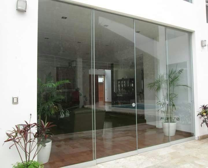Mamparas puertas ventanas en vidrio templado a medida for Puertas de cristal para interiores
