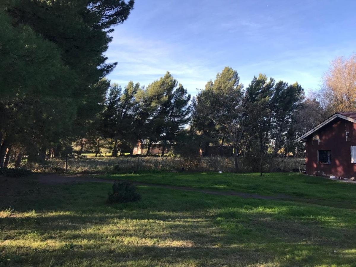 mancisidor propiedades vende: tres hermosos terrenos en barrio los chañares. en bloque o separados. muy linda zona