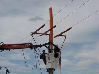 Porque los cables de alta tensión no tienen aislante