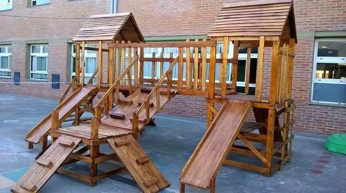 mangrullo en madera con toboganes y trepadores