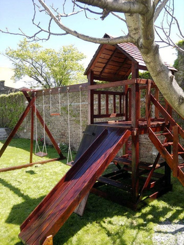 mangrullo infantil de madera con tobogan, hamacas y trepador