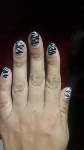 manicura, uñas esculpidas en gel