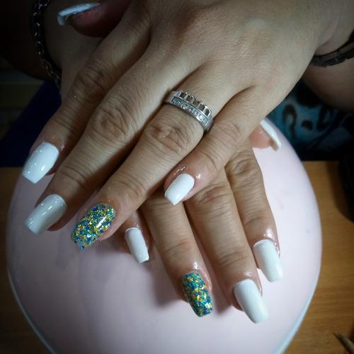 manicure y pedicure semipermanente / uñas acrílicas
