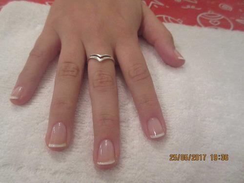 manicuria con guantes hidratantes, uñas esculpidas