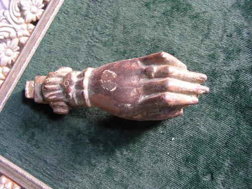 manito de bronce, muy antigua,largo de mano, 13 cent.fierro