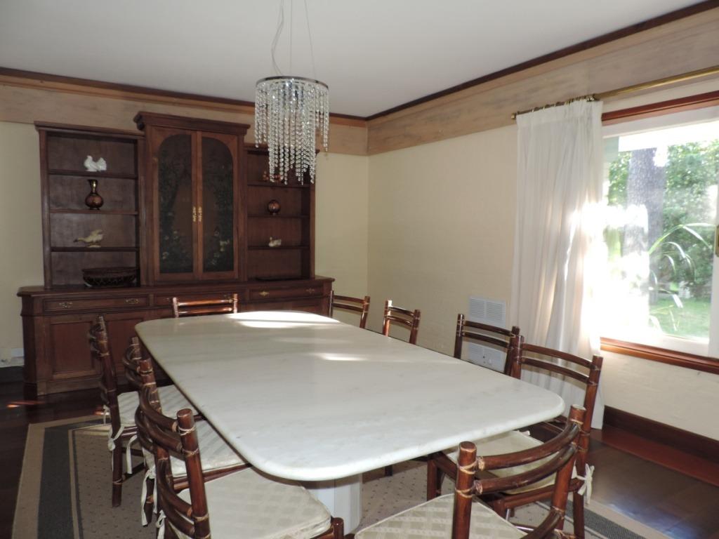 mansa amplia residencia de 6 dormitorios mas serv.de revista