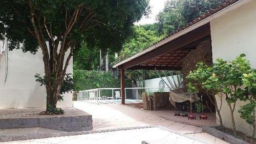 mansão em centro de terreno com 1.350m² - 0120