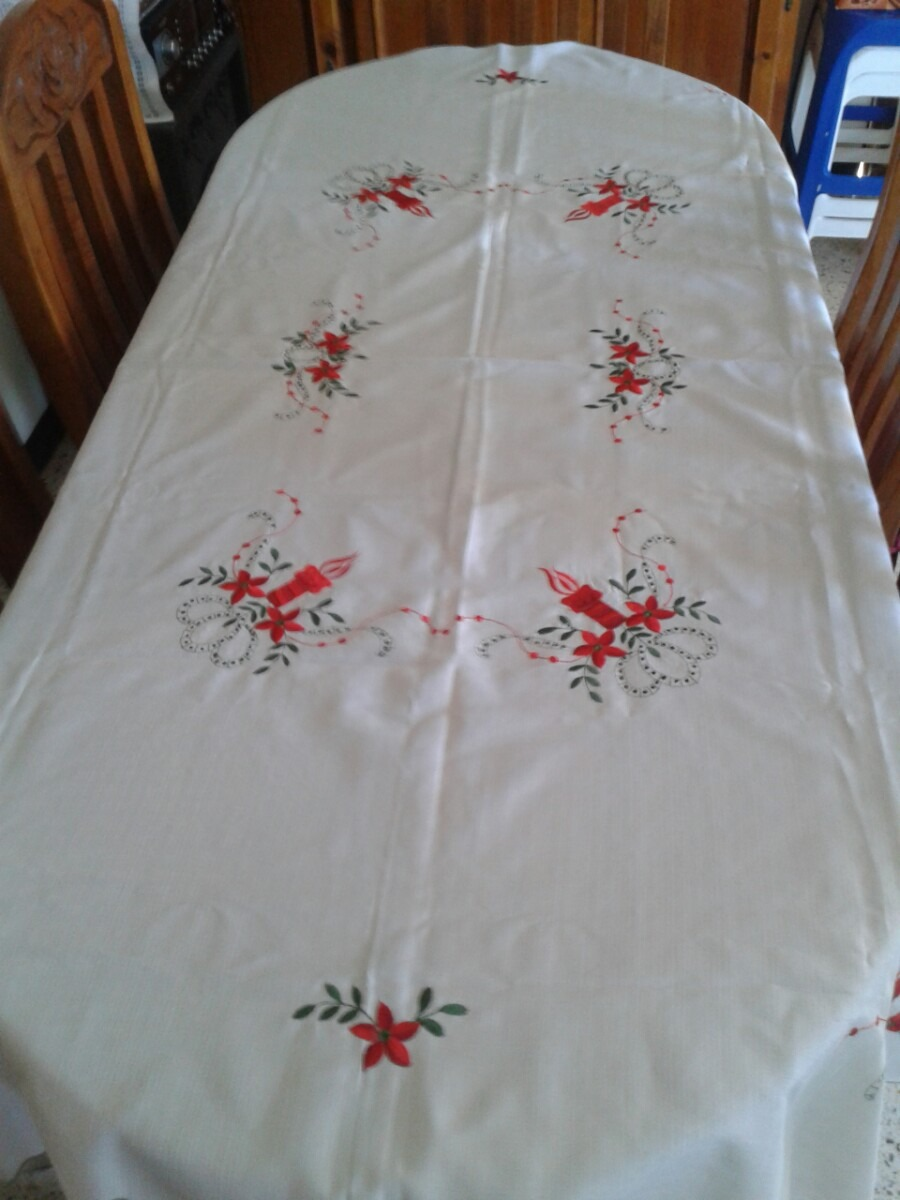 Mantel Bordado De Navidad - Bs. 7.990,00 en Mercado Libre