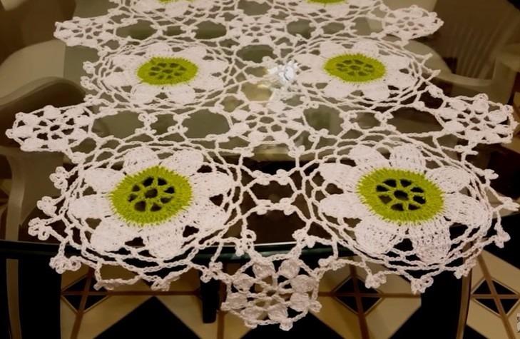 Mantel O Camino Con Flores Grandes A Crochet - $ 480,00 en Mercado Libre