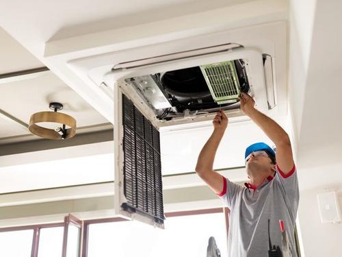 mantenimiento de aires acondicionados hogar y industrial.